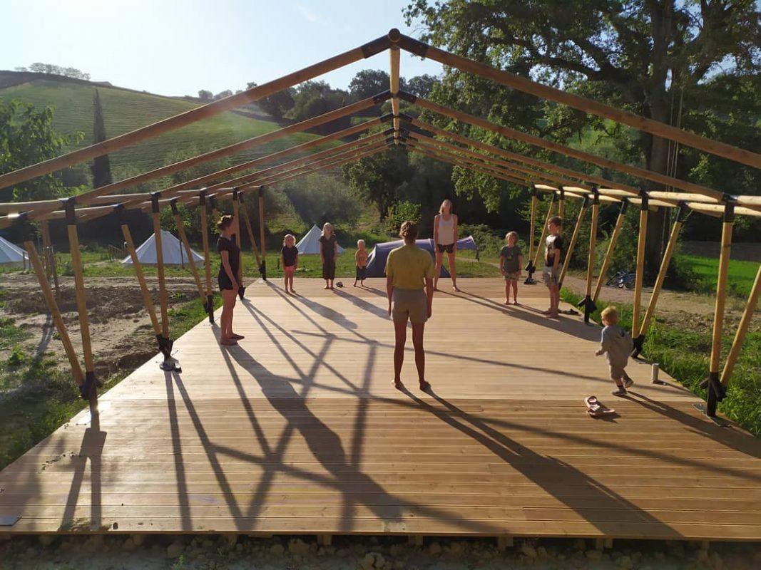Yoga camping suasa